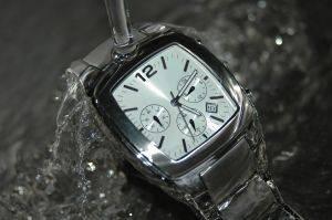 Vodotěsné hodinky – ideální na pláž  f9519fce484