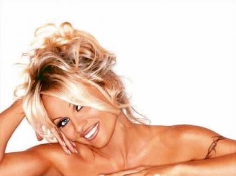 Nahá Pamela Anderson - VIDEO